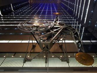新宿NSビル「ユックリズム振り子時計」